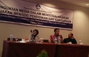 Staffsus Kemendikbud Nasrullah (tengah) membuka acara FGD Penguatan Media