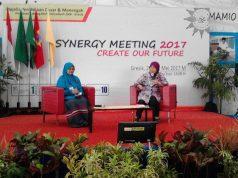 Dra Arbaiyah Yusuf MA dalam Sinergi Meeting Majelis Dikdasmen CPM GKB, Gresik