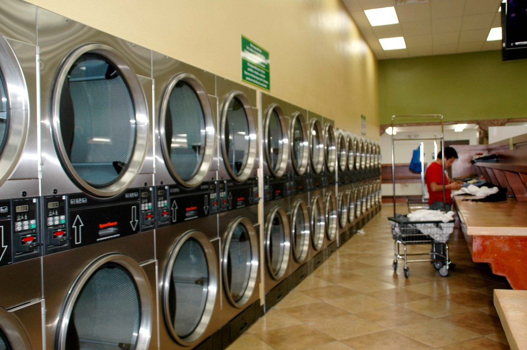 Life Hack: How To Hack A Laundromat Washing Machine Using Q