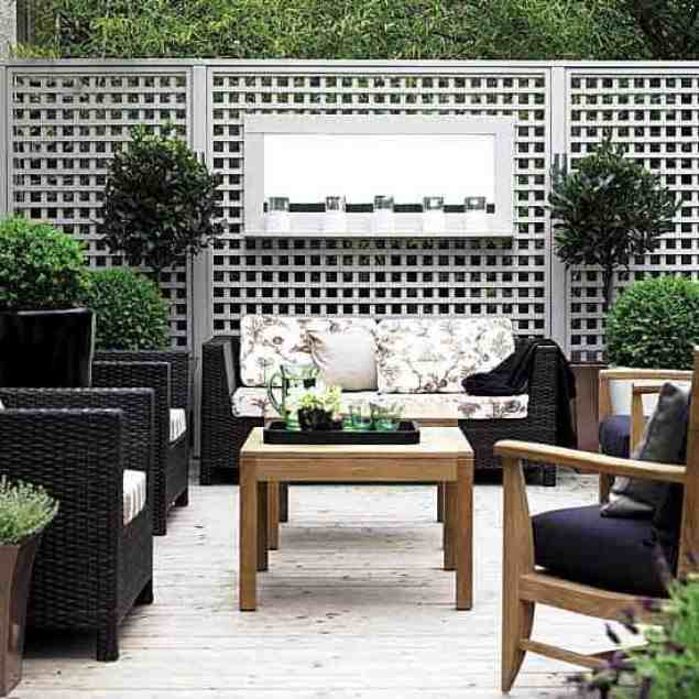 modern garden screening using trellis fence