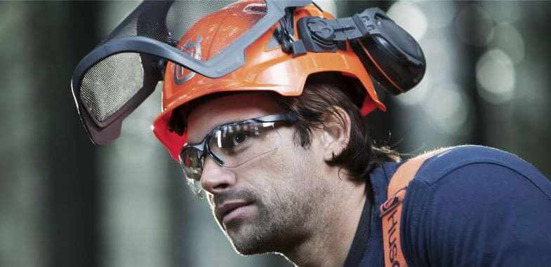 The Best Chainsaw Safety Helmet & 5 Top Picks