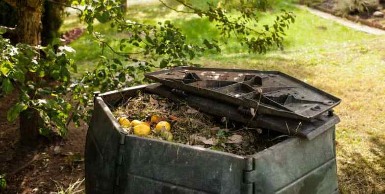 Best Compost Aerators For Mixing Compost – Top 3 Models
