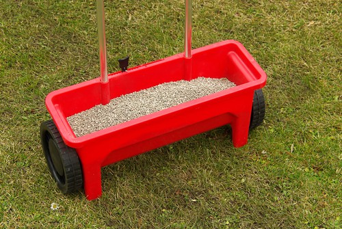 Although lawn feed can be applied by hand, we strongly recommend using a lawn spreader as you you apply it at the wrong rate or apply too much it will burn the lawn and kill the grass. The best way to avoid this is to use a lawn spreader which will apply it at the correct rate