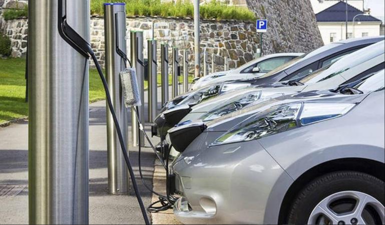 La subida de la luz dispara un 135% el coste de cargar un coche eléctrico