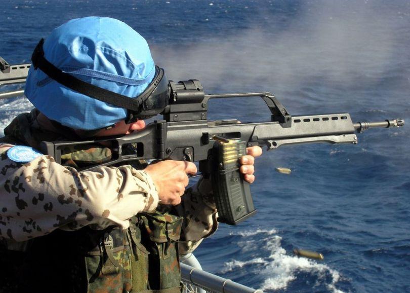 Kein Schuss ins Blaue: Blauhelmsoldaten der Marine bei einer Übung