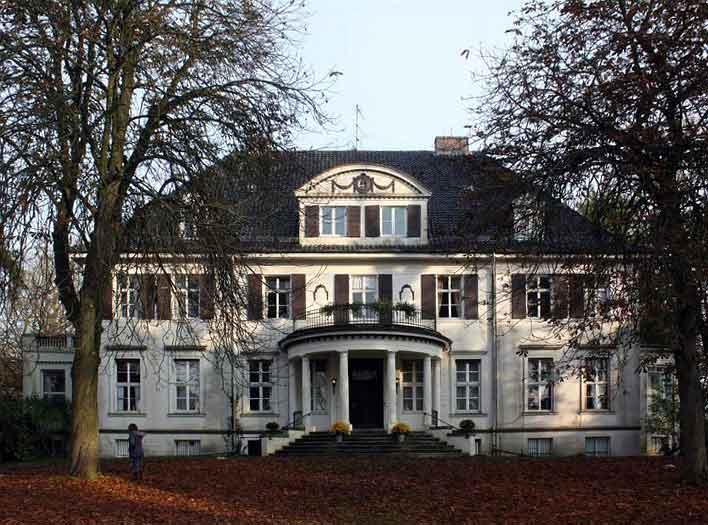 Wird das ein Hotel? Können Immenhof-Fans hier bald von Dick und Dalli träumen?