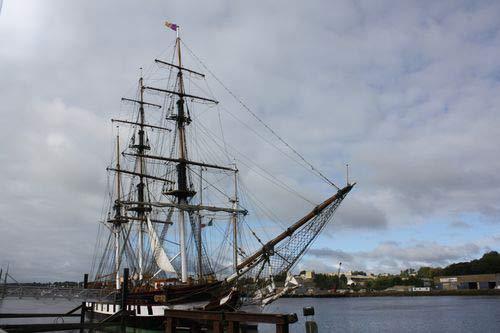 Das Hungerschiff Dunbrody im Hafen von Ross