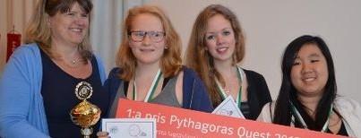 Vinnare av Pythagoras Quest 2012. Ida Svenningsson, Julia Blomstergren och Muzhen Li