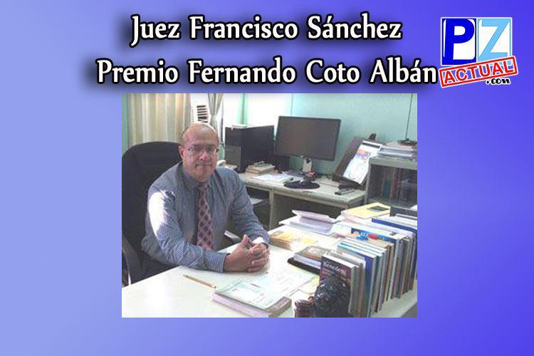 Juez de Pérez Zeledón recibe honorable premio por su intachable labor.