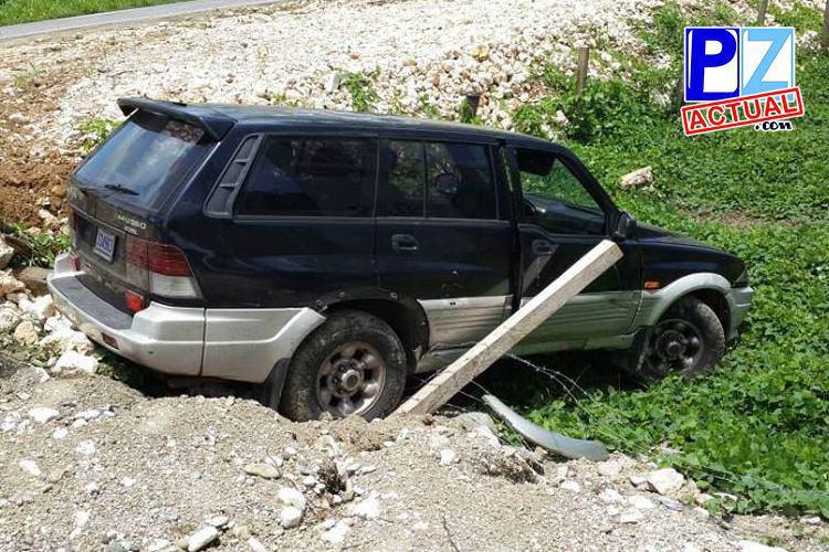 Sujetos con historial delictivo fueron detenidos luego de derrapar con vehículo robado en Osa.