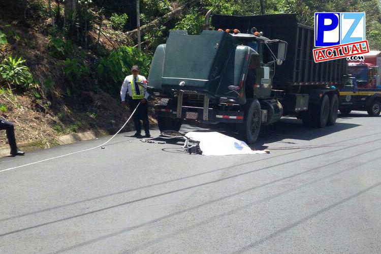 Ciclista fallece tras colisionar contra una vagoneta camino a Dominical.