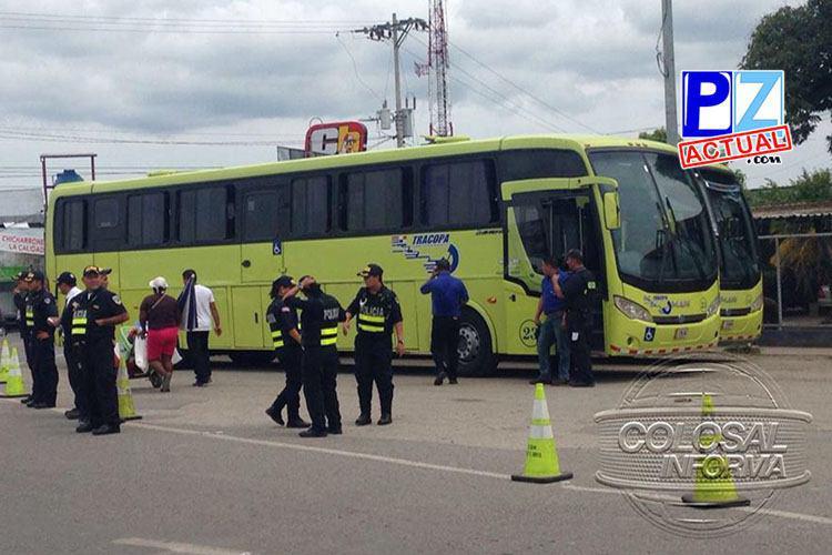 Extranjeros en frontera con Panamá se niegan a trasladarse a albergue ofrecido por el Gobierno.