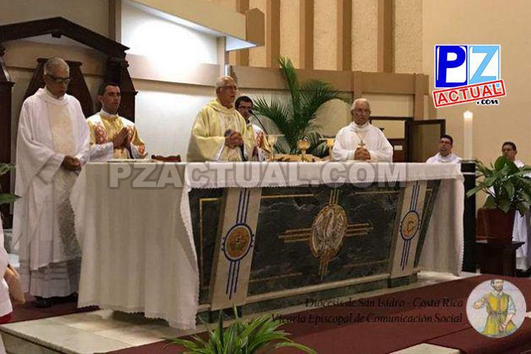 Diócesis  de San Isidro celebró los 50 Años de Sacerdocio del Padre Madrigal.