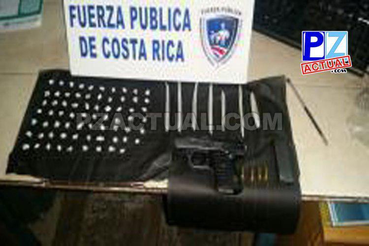 Policías decomisan droga y arma de fuego a menor de edad en Quepos.