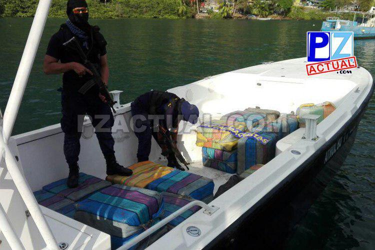 Autoridades del MSP decomisaron lancha narco y 773 kilos de cocaína en Sierpe de Osa.