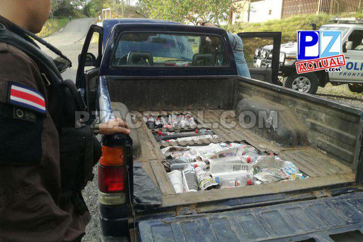 La Policía interceptó en la zona sur un pick-up rediseñado para contrabandear licores.
