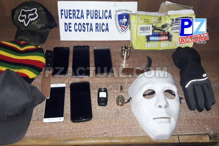 Fuerza Pública de Jacó frustra robo de tráiler y detiene a tres personas.