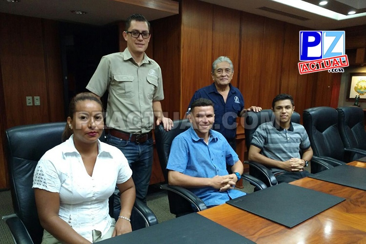 Tres jóvenes reciben beca de Fundación CRUSA para estudiar Acuicultura .