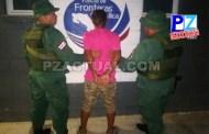 Policía de Fronteras evitó que sujeto buscado por narcotráfico huyera hacia Panamá.