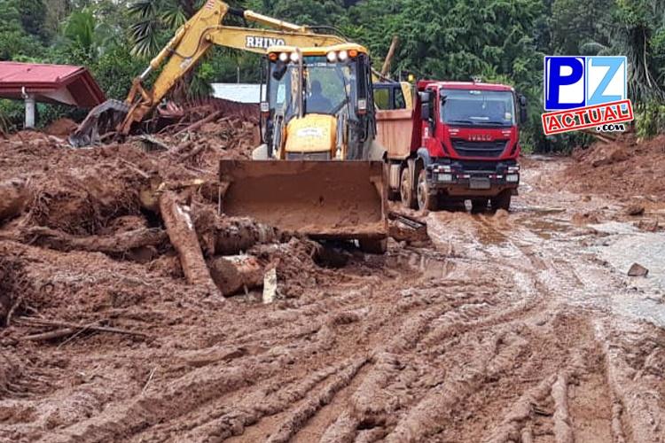 MOPT continúa con trabajos de limpieza y estabilización de derrumbe en Río Claro.