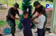 Policía de Fronteras cumplió sueño de niños indígenas de Punta Burica, Golfito, que anhelaban arbolito de Navidad.
