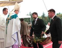 Dary łąk i pól składają łowczy krajowy Paweł Lisiak oraz łowczy okręgowy Piotr Czapla