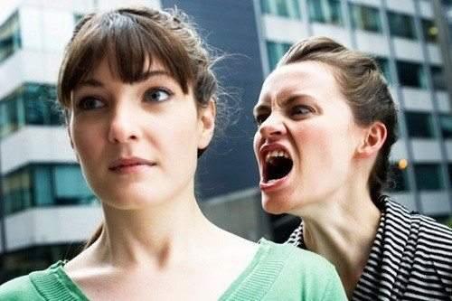 9 علامات تكشف الشخصية الكريهة.. فاحذرها