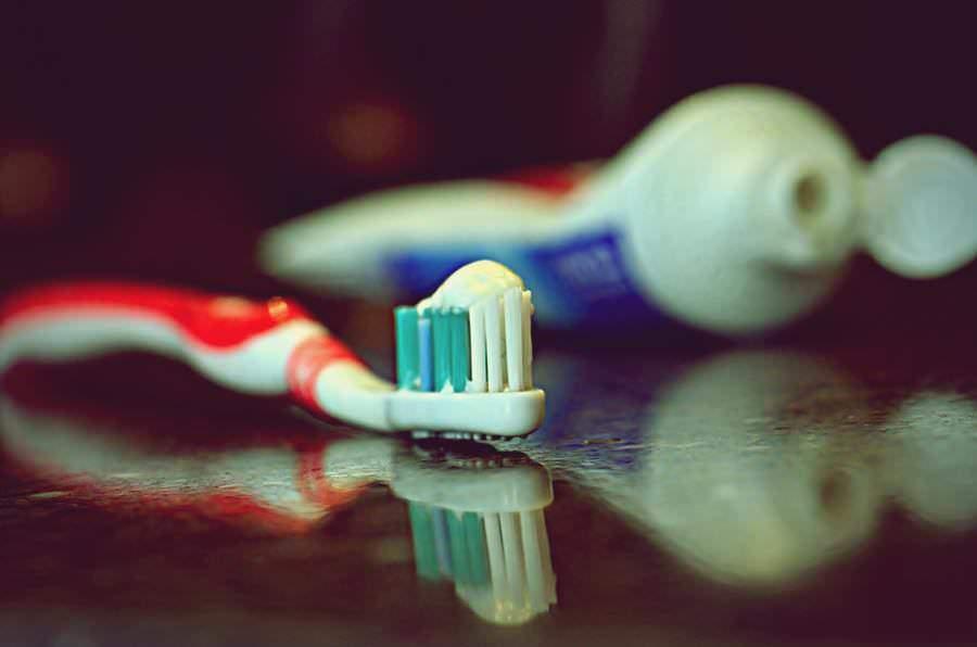 10 حلول منزلية مبتكرة باستخدام معجون الأسنان