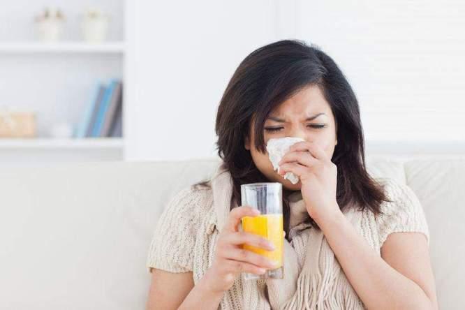 فيتامين سي ضد البرد و خرافات مرتبطة بالأكلات