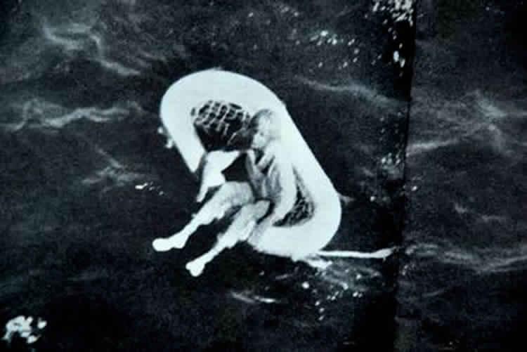 الطفلة تيري جو.. الناجية الوحيدة من مذبحة وسط البحار