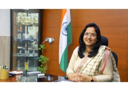 Can IAS officers keep family training?