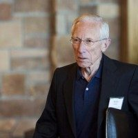 Federal Reserve Vice Chairman Stanley Fischer attends the Federal Reserve Bank of Kansas City's annual Jackson Hole Economic Policy Symposium in Jackson Hole, Wyoming August 28, 2015. REUTERS/Jonathan Crosby