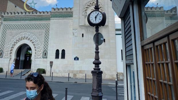 Francia cierra una mezquita en el oeste del país por predicar el odio y la yihad terrorista