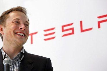 CEO de Tesla Motors confirma conversaciones con Apple