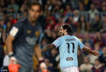 Joaquin Larrivey celebra el gol que le terminaría otorgando la victoria al Celta de Vigo sobre el FC Barcelona