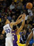 Los Warriors avanzan a los Playoffs al vencer a los Lakers