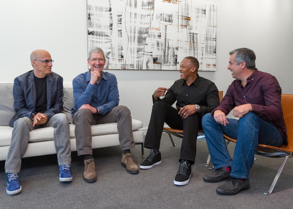 Eddy Cue, Jimmy Iovine, Dr. Dre y Tim Cook