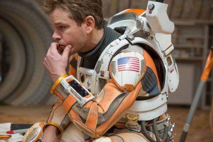 THE MARTIAN - Ridley Scott recuperó puntos de reputación con esta fantástica adaptación, probando que la ciencia puede ser divertida, siempre y cuando tengas a Matt Damon siendo la mejor versión de Matt Damon posible.