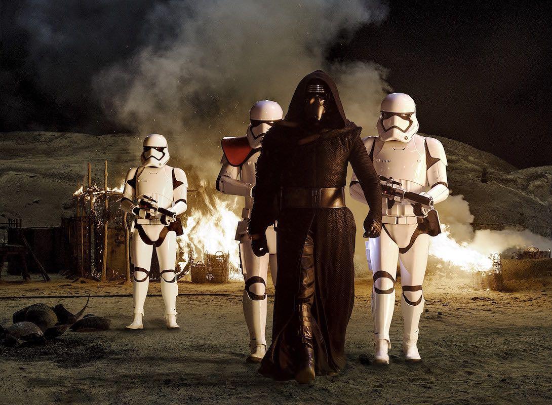 Star Wars: The Force Awakens es la película más rápida en llegar a mil millones