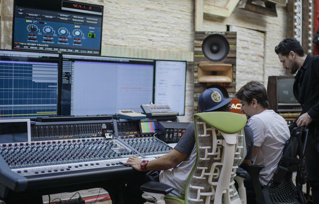 Oracle Live Music Dudu Borges Maluma