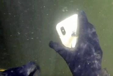 Encuentra iPhone X en el fondo de un río