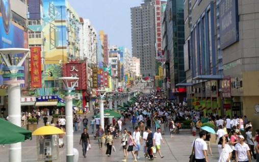Shopping in Qingdao Taidong Pedestrian Street