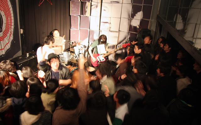 8 Questions Qingdao Music - ReTROS Live at Redstar