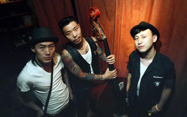 Rolling Bowling Rockabilly Live in Qingdao Pub Crawl