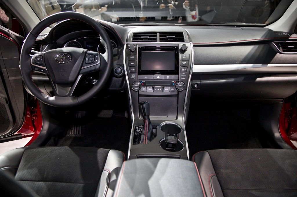 2015 Toyota Camry Comes With Wireless Charging Pad - Qi Wireless Charging