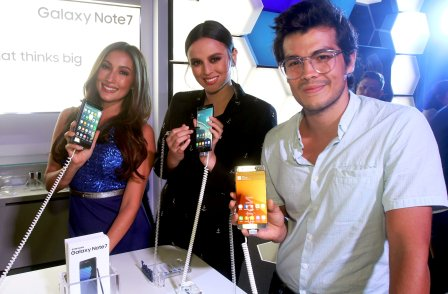 Samsung mobile ambassadors Solenn Heussaff, Georgina Wilson and Erwan Heussaff, showing off the most intelligent smartphone – the Samsung Galaxy Note7