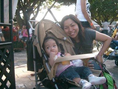 Mommy and Summer - Bahala ka dyan mommy basta wag mong agawin dodo ko...