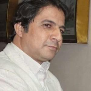 الكاتب الصحفى عبد النبي عبد الستار