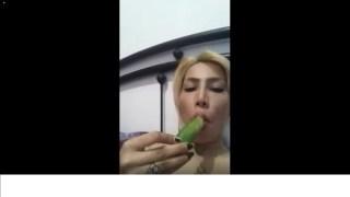 فیلم خود ارضایی زن مینسال ایرانی با خیار