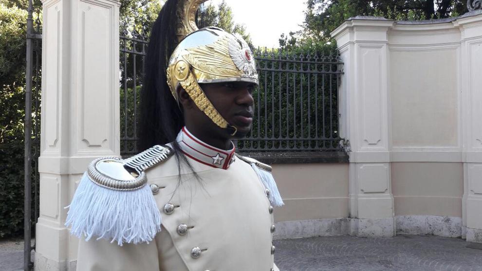 Un carabiniere di colore